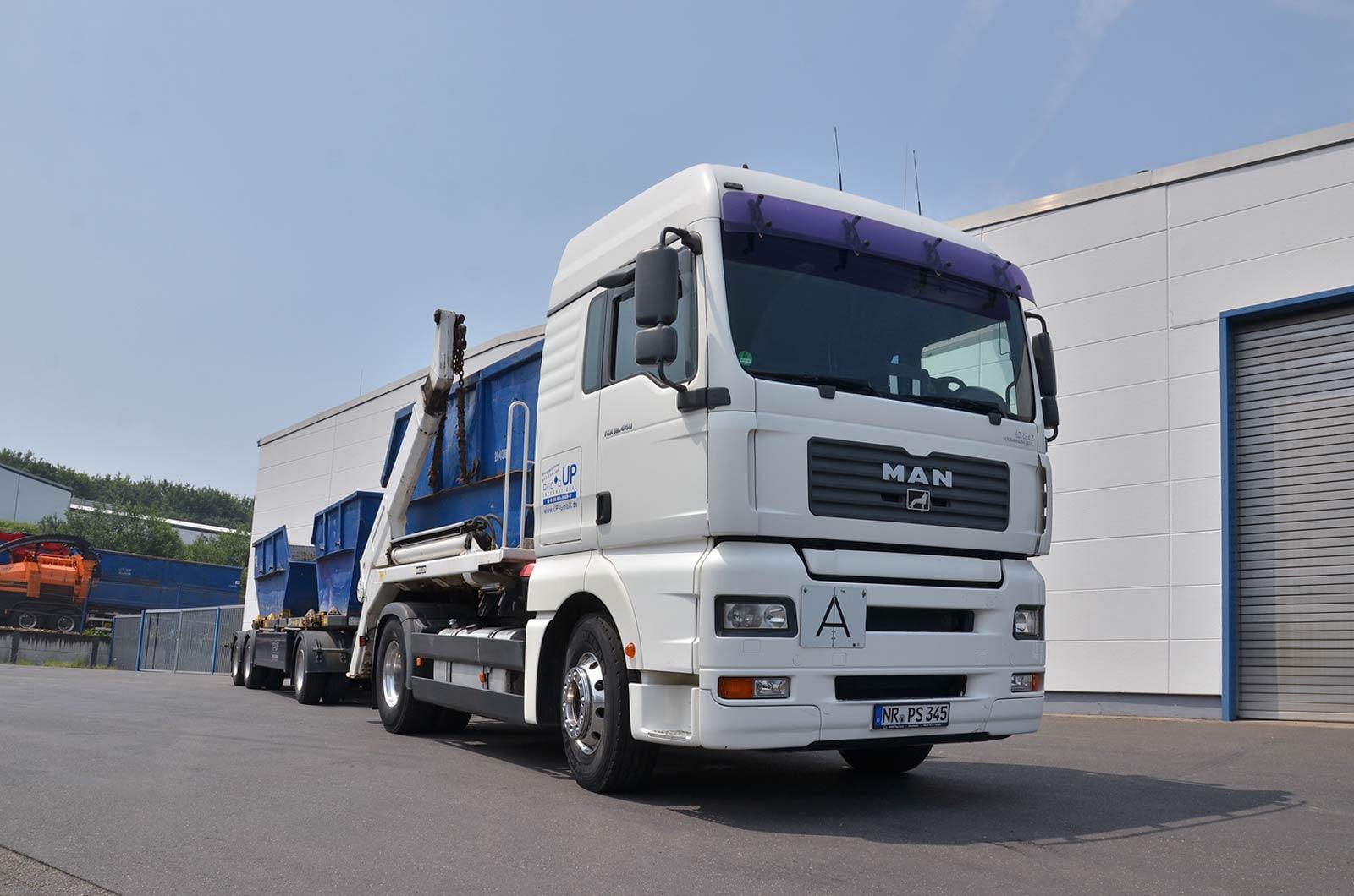 UP International GmbH - LKW mit Container